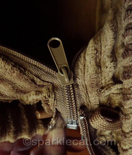 Zipper that joins the Neko Pawdz tunnels